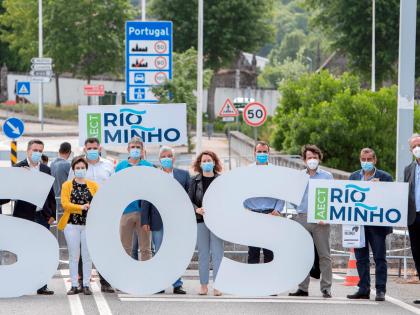 SOS simbólico para reclamar a Apertura de más pasos na fronteira